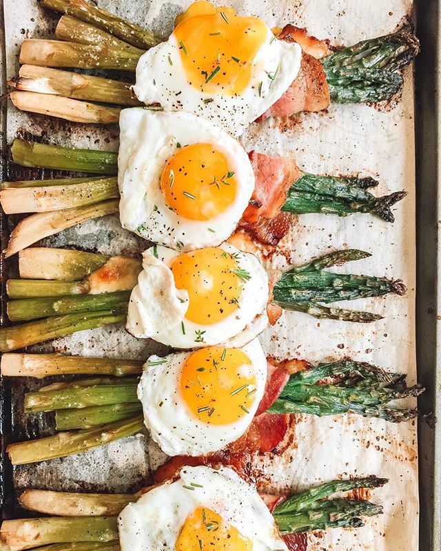 What an eggcelent way to start the day 👏🏼We'd like our eggs to be fried with a side of bacon wrapped asparagus 🤤 How delicious is @college_housewife bacon wrapped asparagus stuffed with smoked gouda and topped with a sunny side fried egg! Keep ready to learn how @college_housewife made them 👇🏼 . Wrap oil rubbed asparagus spears with bacon. Stuff a small chunk or Gouda inside the wrap and bake for 20-30 minutes on 400 or until bacon is cooked and crispy. Topped with a fried egg of your choice! . . . . . #moodyfood #wherewomencreate #lifeandthyme #thebakefeed #williamssonoma #imsomartha #foodadventure #realsimple #feedfeed #droolclub #foodstyleguide #kitchenbowl #moodygrams #marthabakes #foodie_features #gloobyfood #huffposttaste #fromscratch #heresmyfood #gatheredstyle #f52grams #yolk #eggs #asparagus #freshforlaura