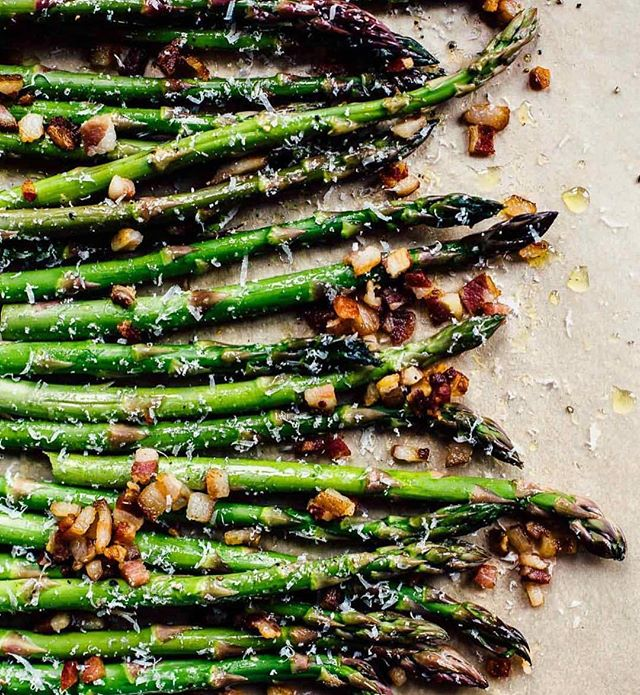It's the perfect time to make baked asparagus with bacon bits 🥓 it's always better to eat what's in season, don't ya think? Get @heartbeetkitchen recipe with the link in my bio . . https://heartbeetkitchen.com/2018/recipes/best-3-ingredient-asparagus-recipe/ . . . . . . . . . . . . . . . . . #foodgawker #igfood #food52 #homemade #fresh #forkyeah  #knowyourfood #recipe #recipeoftheday #lovefood #feedfeed #f52grams #makeitdelicious #healthyfood #healthyeating #eatright #freshforlaura #eeeeeats #thekitchn #onthetable #buzzfeast #instafood #inseasonnow #tastingtable #goopmake #thecookfeed