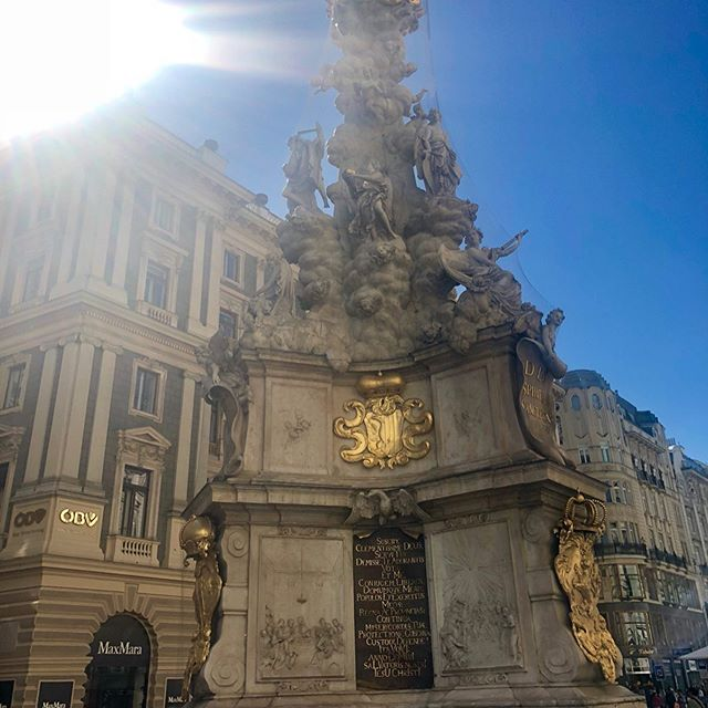 🌀 NEW BLOG POST 🌀from my adventures in Vienna last year. Check it out for more info about the city, places to work from, food, etc etc...and TONS of pictures. 🥰 Link in profile! 🎡🎡🎡 - and scroll through the pictures here for more inspiration ❤️❤️❤️