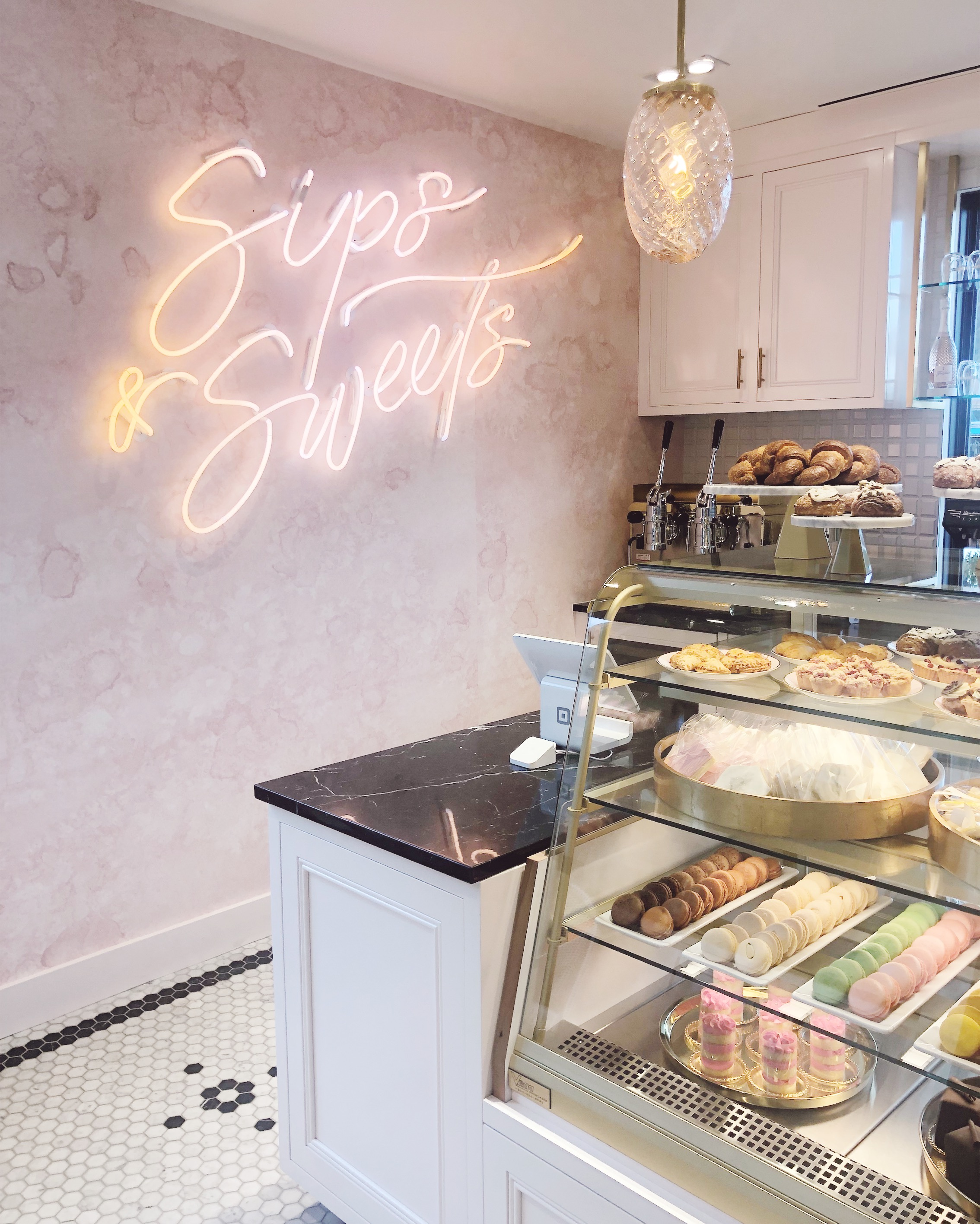 kendra scott sips and sweets cafe