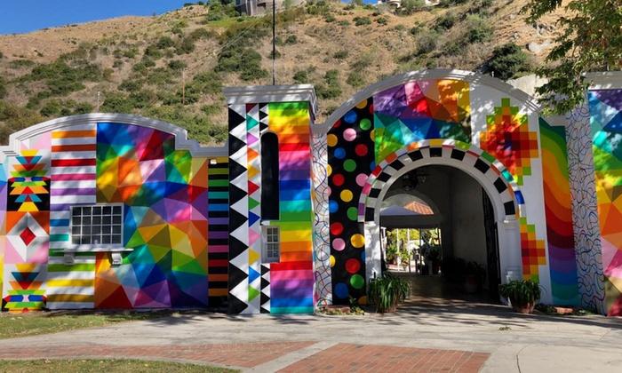 The entry arch of Laguna Art-A-Fair.