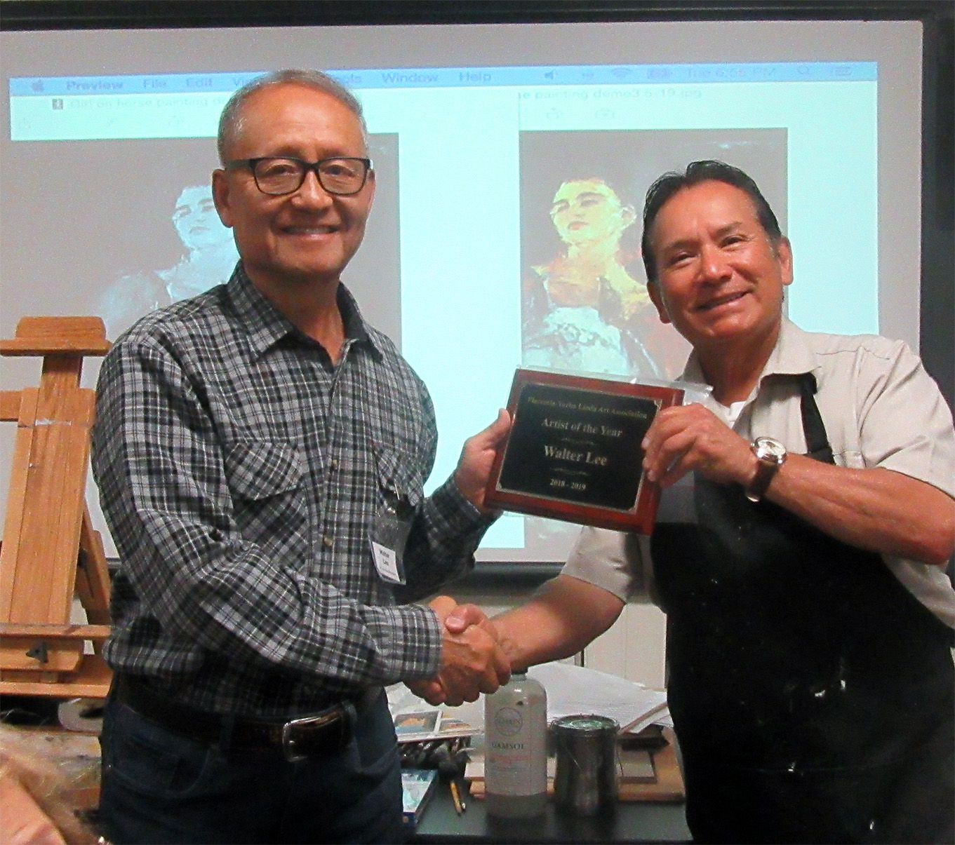 Walter Lee (left) has received the plaque from Armando Cepeda, President of the Association.