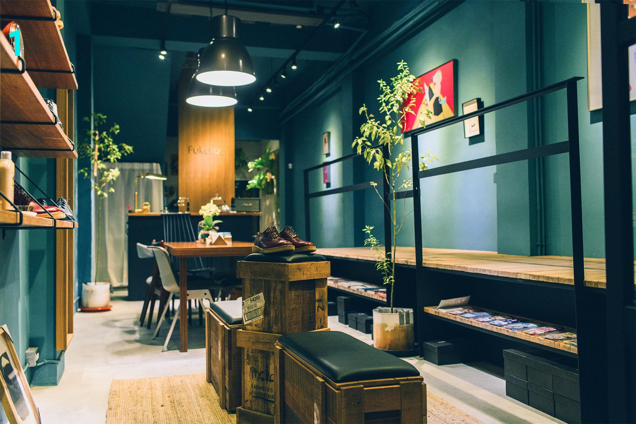 一楼拥有艺廊、咖啡馆及鞋柜等空间,各自独立又彼此融合。