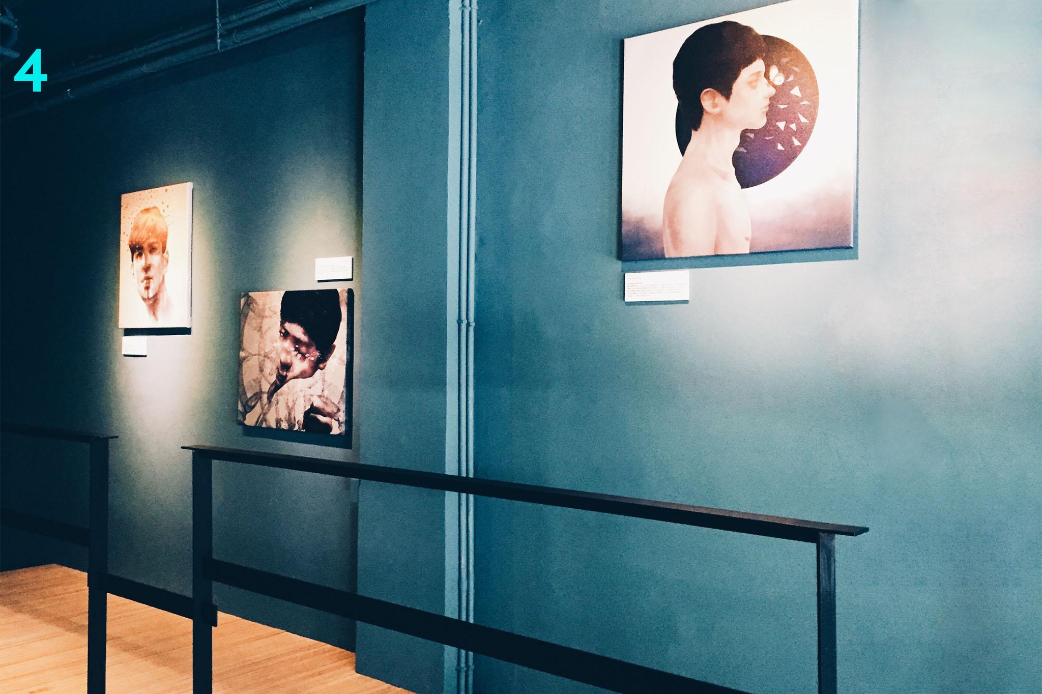 利用架高通道让艺廊成为主角,赏画与喝咖啡的客人不会彼此影响。