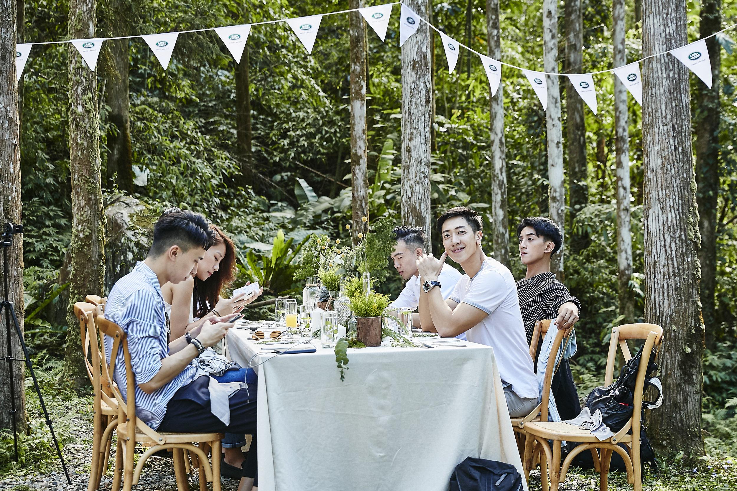 """台湾康泰纳仕桦舍集团以""""代客沟通""""为宗旨,擅长时尚与生活风格领域、用内容说故事,是全方位的媒体整合团队。图为Land Rover Discovery Table。"""