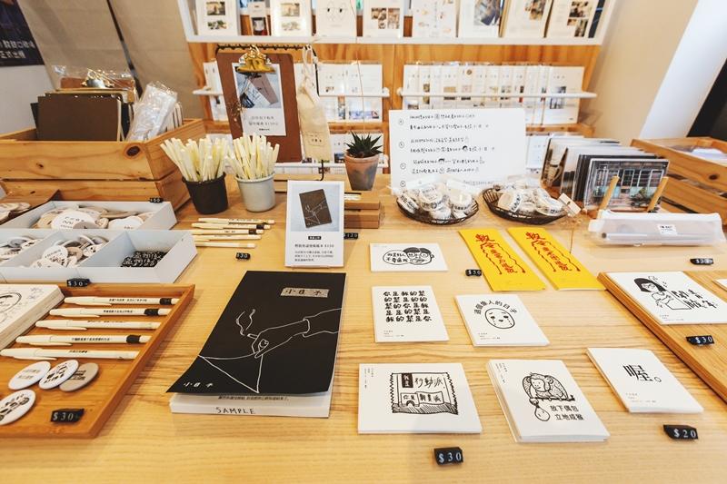 """刘冠吟喜欢把选物shop称之为""""柑仔店"""",借由贩售自创商品、亲近性高的饮品到传递台湾在地文化的特色选品,找到更多喜欢小日子的族群。"""
