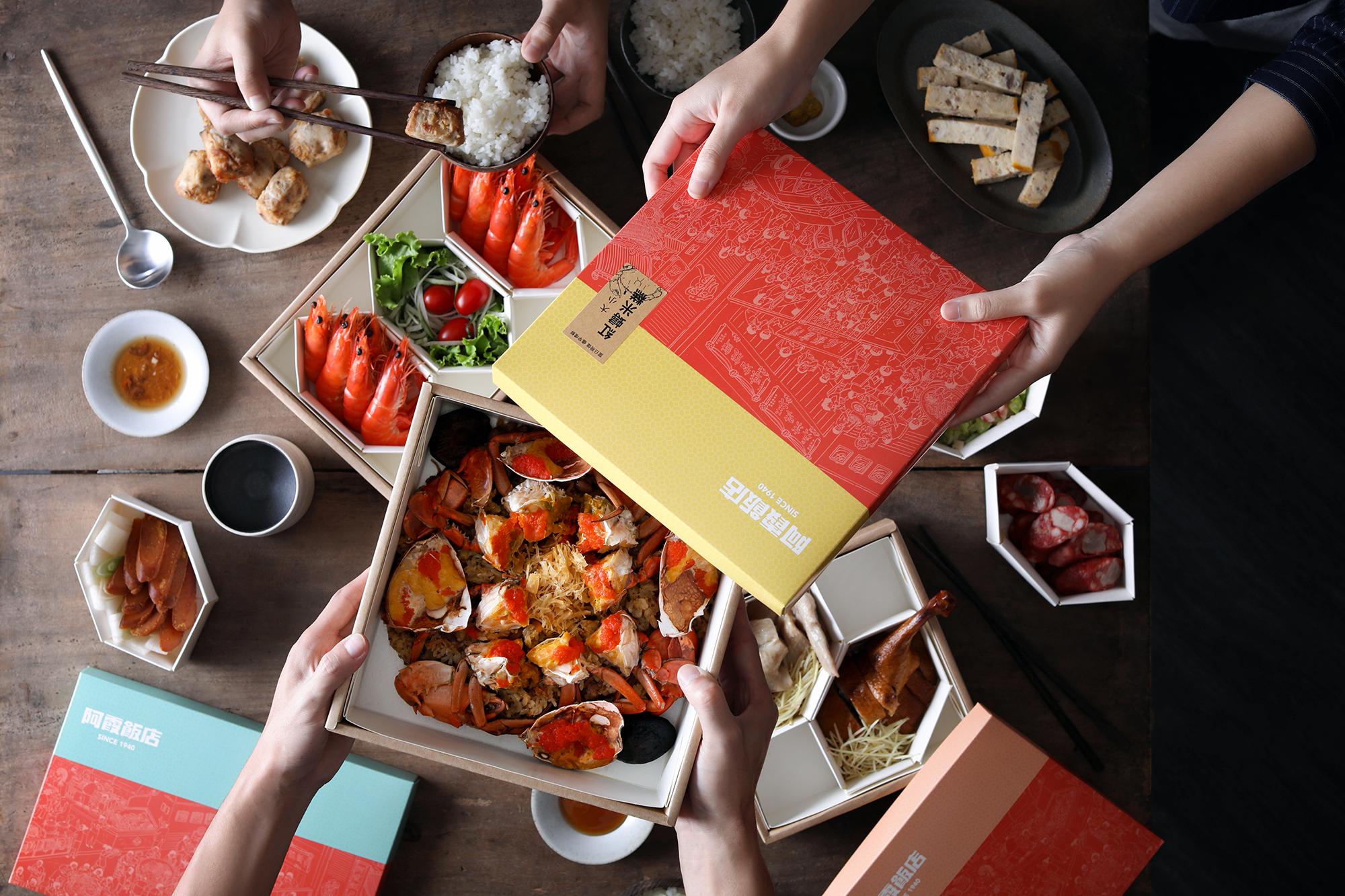 位于台南的阿霞饭店,乘载了当地人的共同情感与记忆,大小喜事都少不了红蟳米糕的身影。