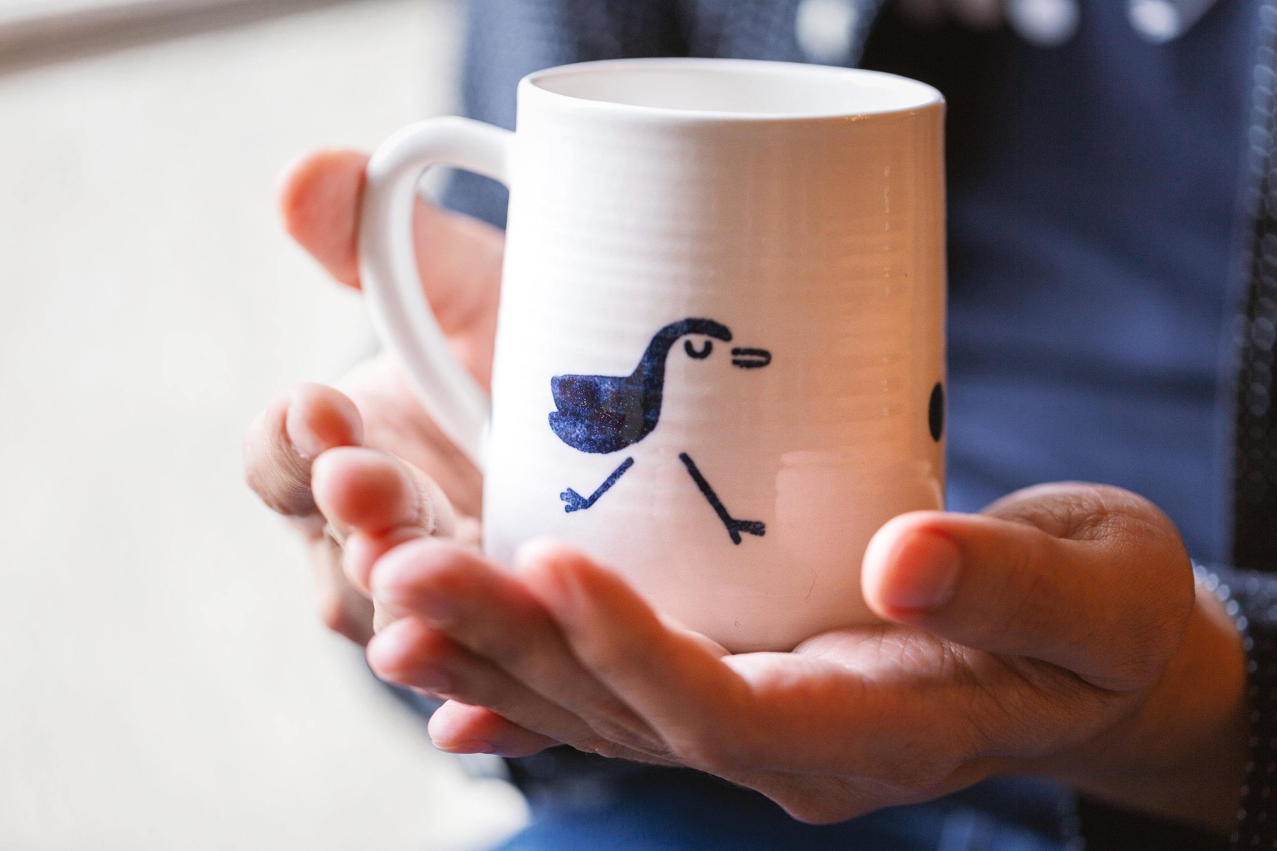 山形杯的设计像山一样可以稳立在桌面上,尺寸开发从大容量延伸到适用一杯咖啡的小容量,特别符合上班族的茶饮需求。