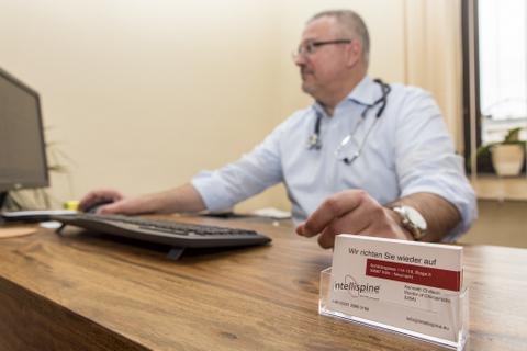 Kenneth Chillson, Doctor of Chiropractic (USA), CEO und Entwickler von Intellispine.