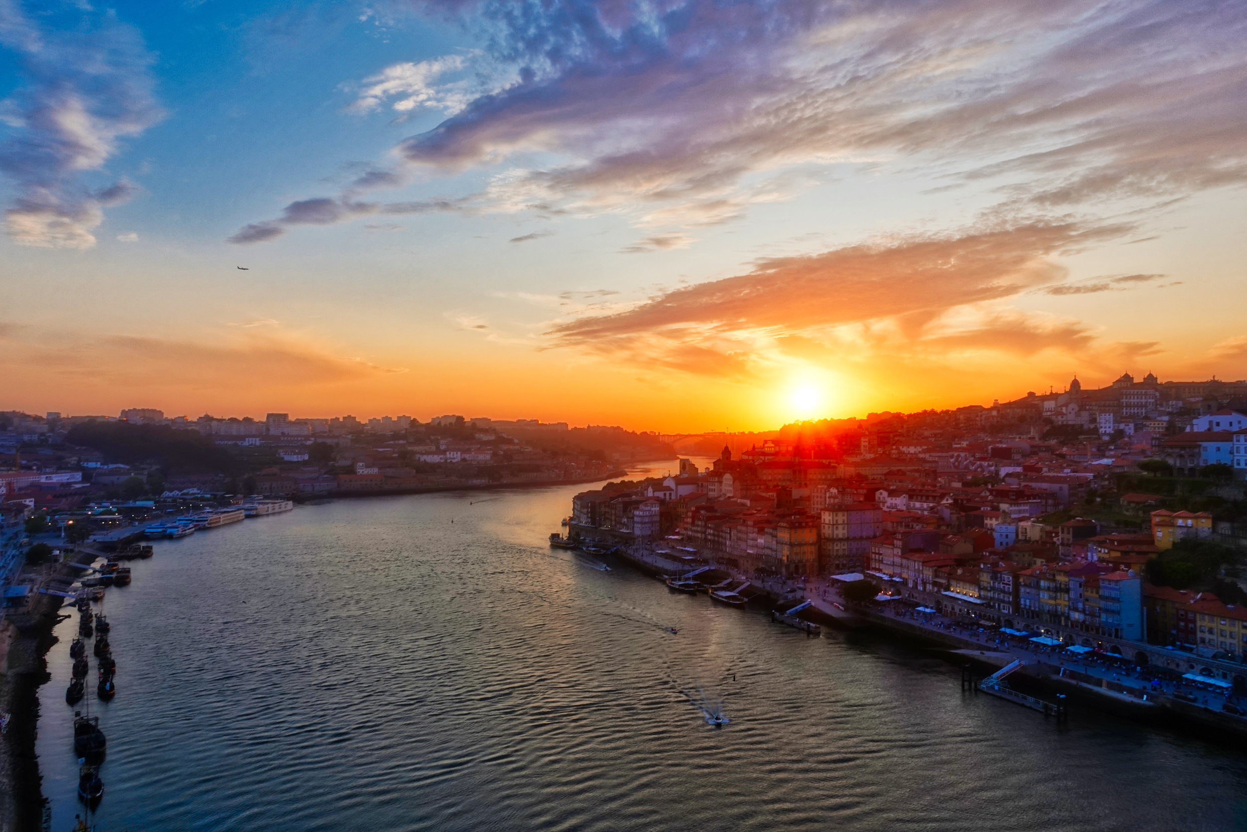 We are in the city of sun and wine, Porto. - Let's meet and talk!