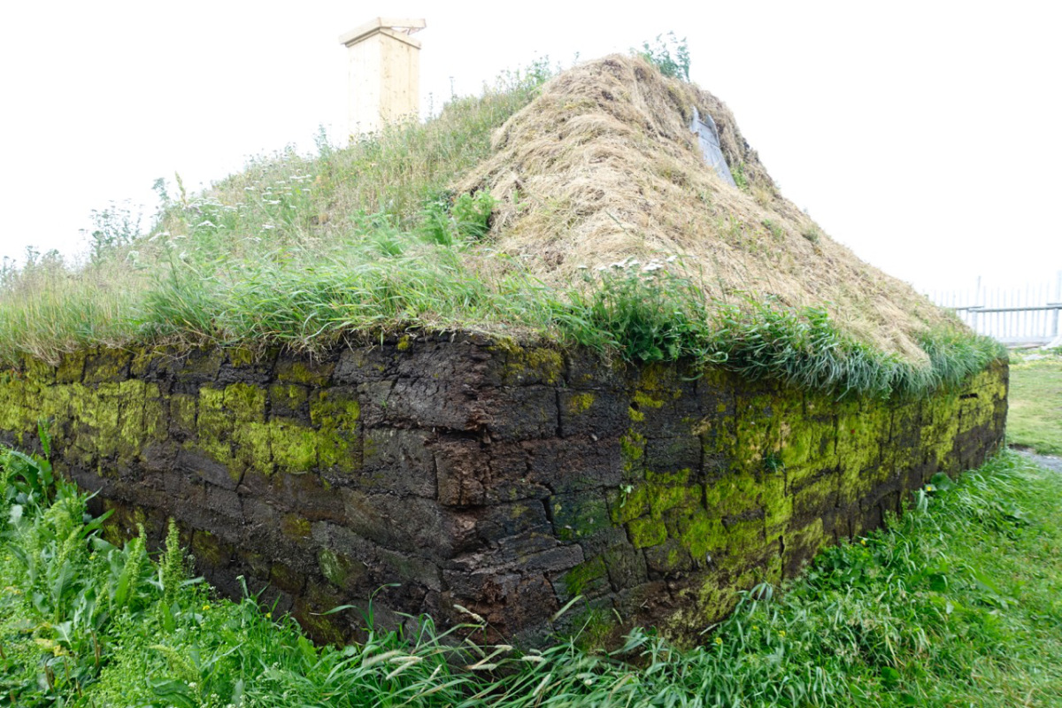 THE EXTERIOR OF A RECONSTRUCTED VIKING DWELLING. L'ANSE AUX MEADOWS.