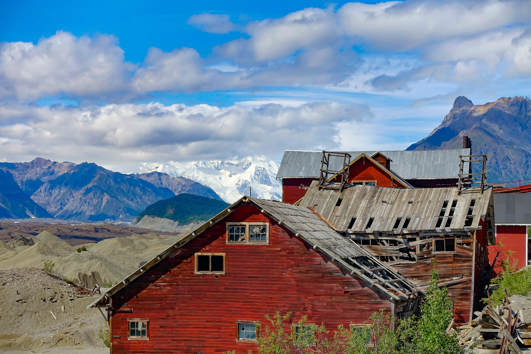 Abandoned mining camp (Kennecott).