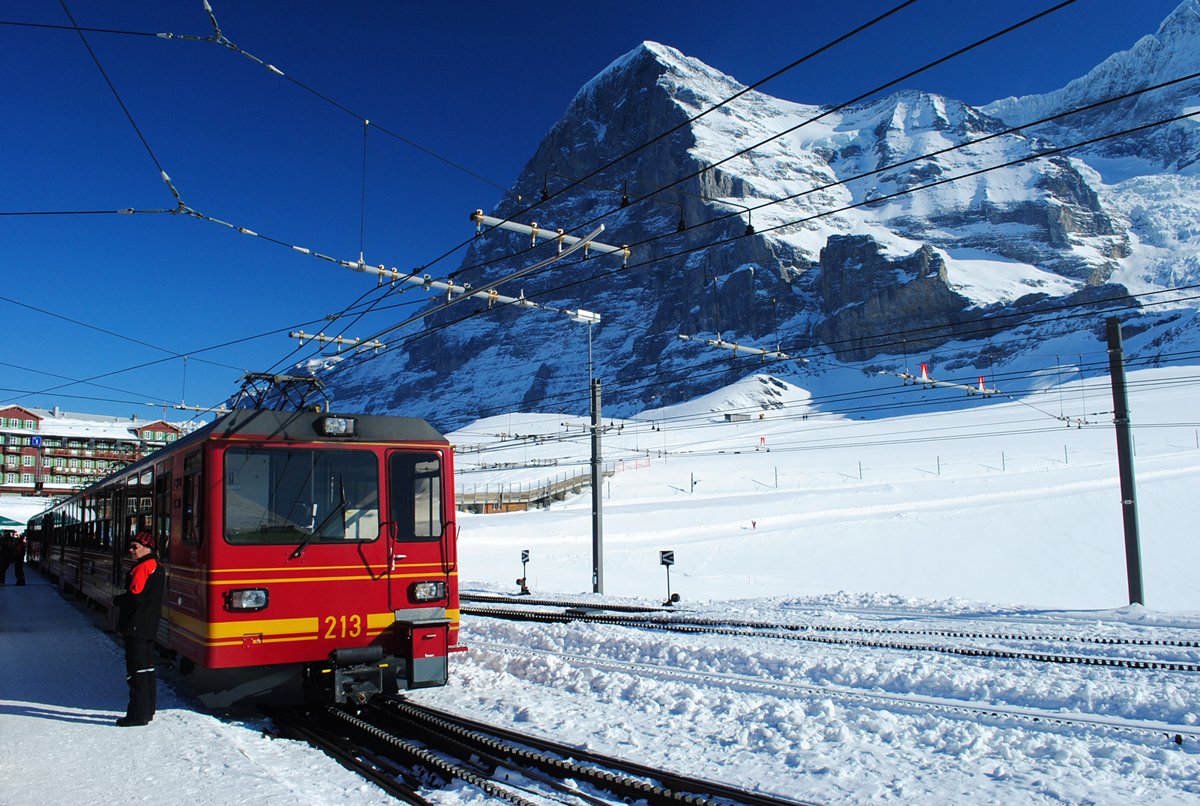 CHANGE TRAINS AT KLEINE SCHEIDEGG FOR THE ONWARD JOURNEY.