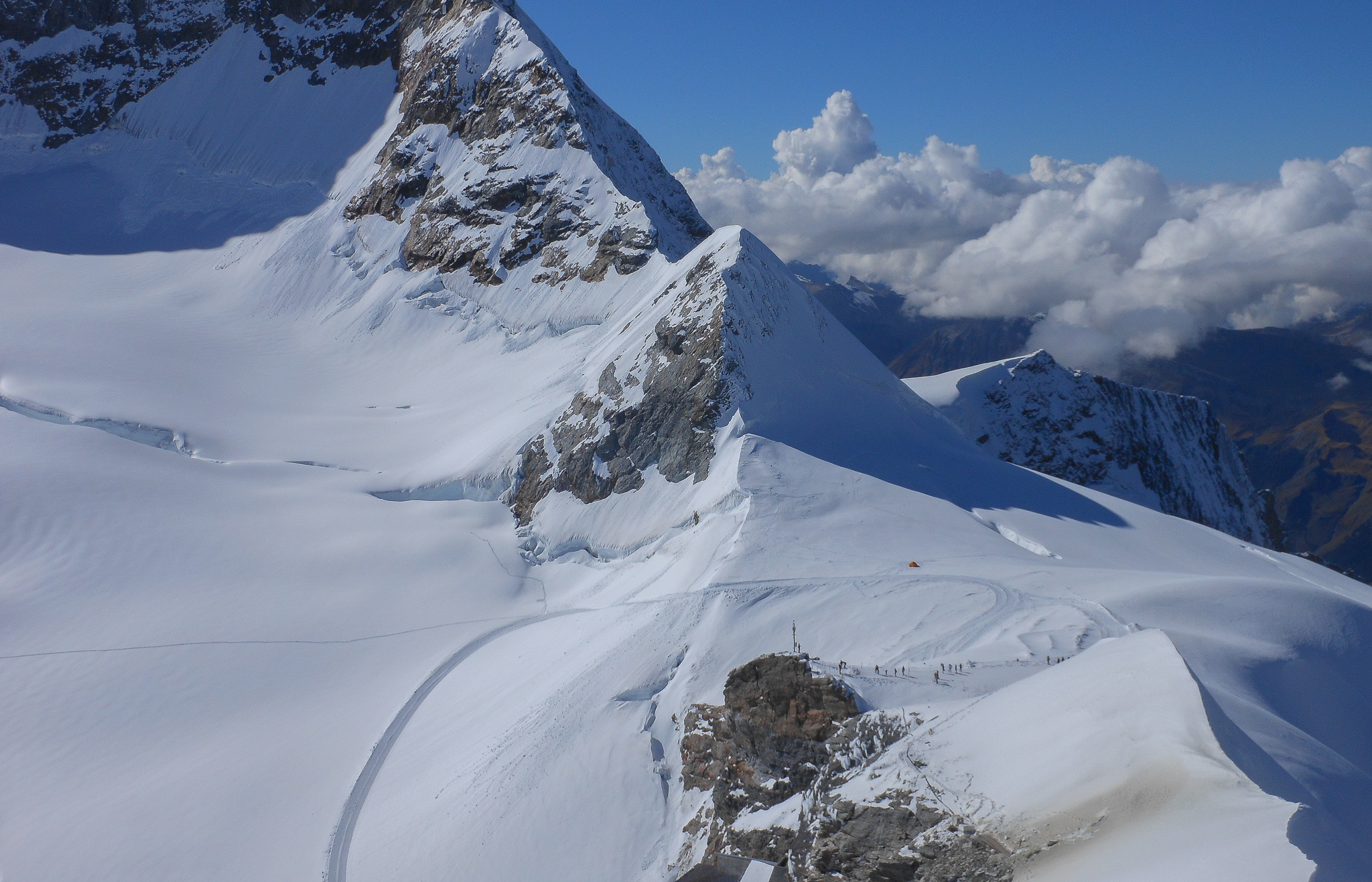 THE WESTERN FLANKS OF THE JUNGFRAU.