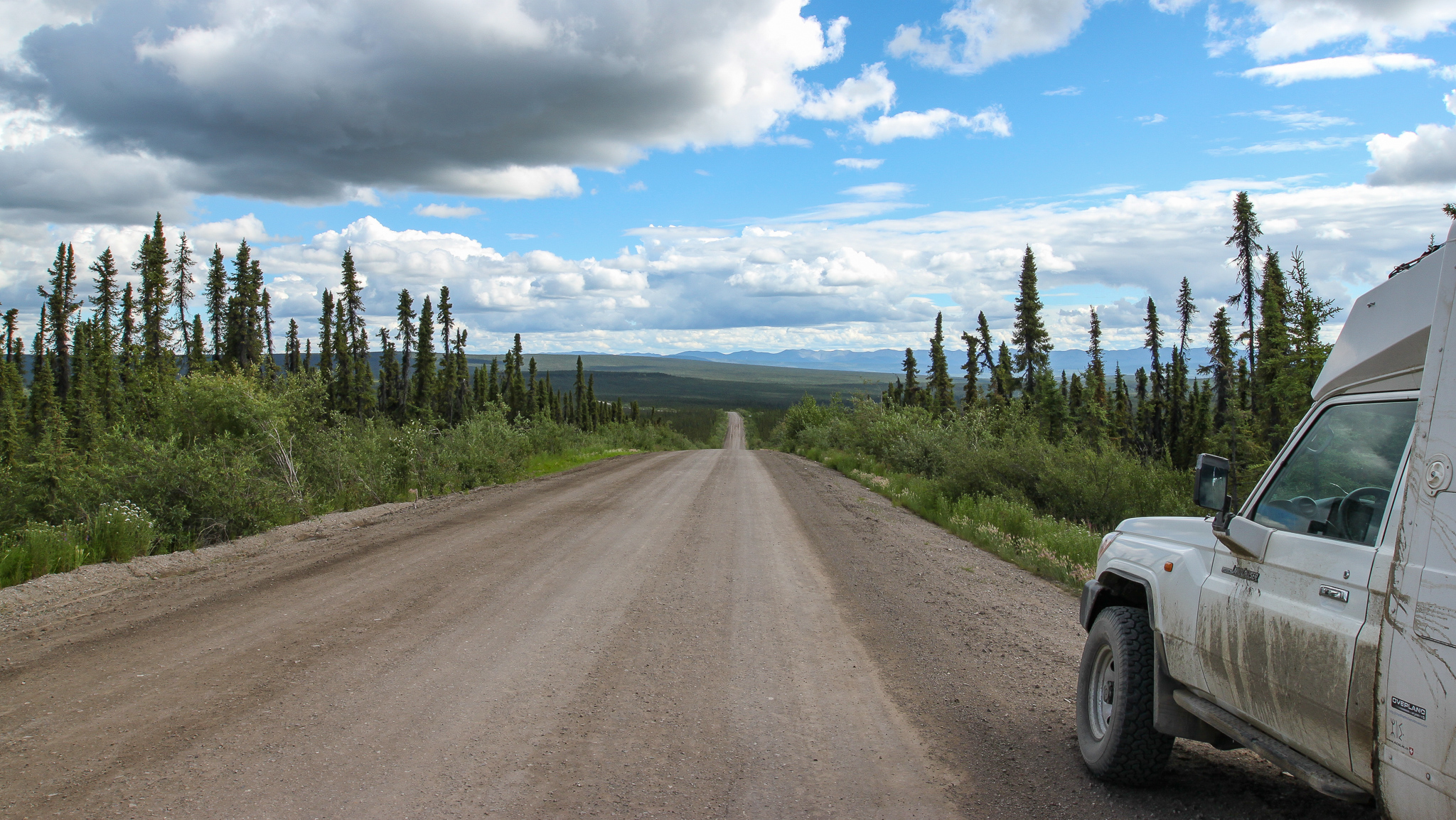 CONSTRUCTION OF THE DEMPSTER HIGHWAY BEGAN IN 1959. IT REACHED INUVIK BY 1979. ONLY IN WINTER, ON THE ICE ROAD THROUGH THE MACKENZIE DELTA, WAS IT POSSIBLE TO REACH THE MORE NORTHERN SETTLEMENT OF TUKTOYAKTUK, SINCE OUR VISIT IN 2016 AN ALL-WEATHER ROAD HAS NOW BEEN COMPLETED, LINKING INUVIK TO TUKTOYAKTUK.