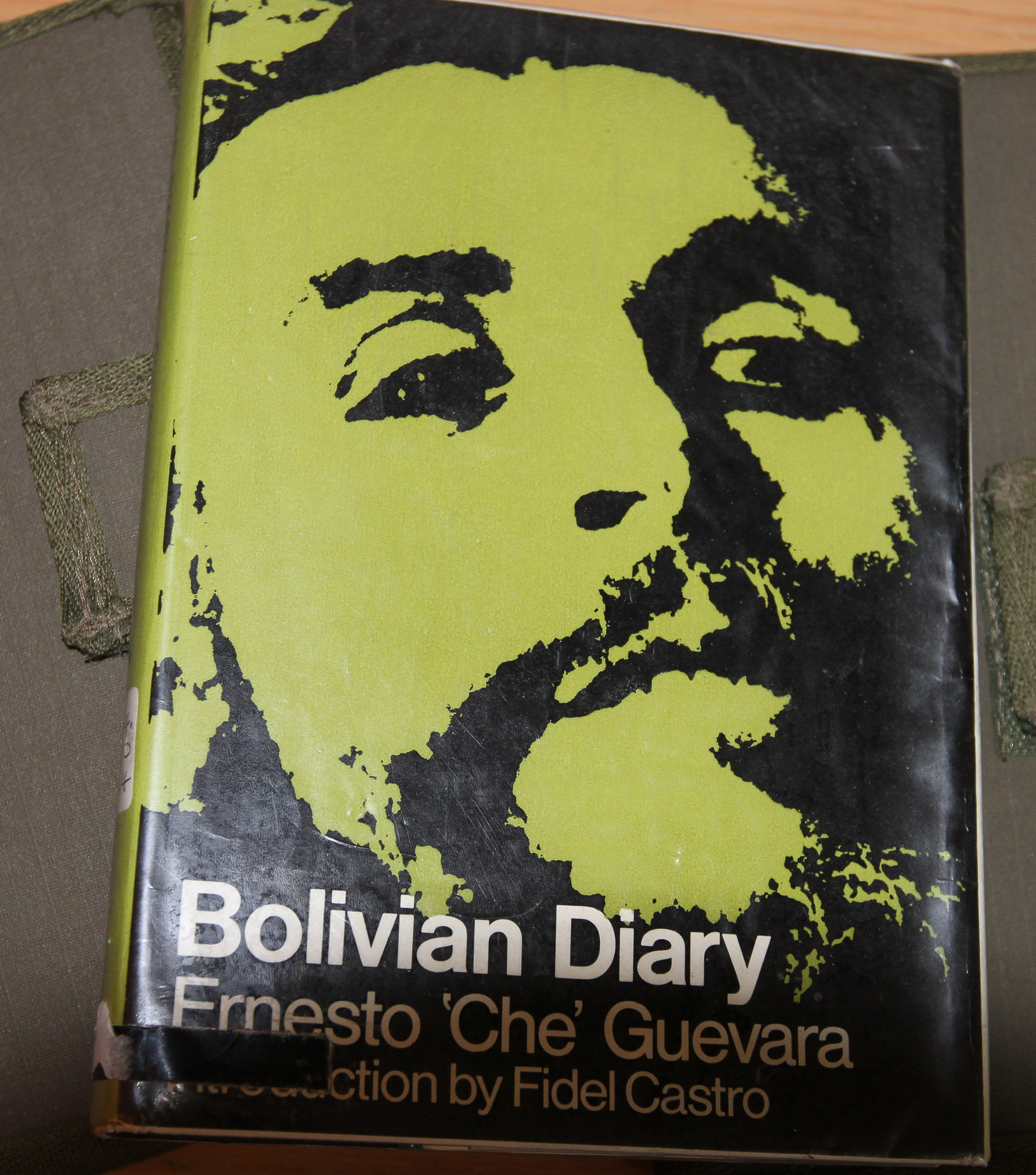 BOLIVIAN DIARY CONTAINS ALL CHE'S DIARY ENTRIES FROM NOVEMBER 7TH 1966, THE DAY ON WHICH HE ARRIVED AT THE NACAHUASU, UNTIL OCTOBER 7TH, 1967, THE NIGHT BEFORE THE COMBAT IN THE YURO RAVINE.