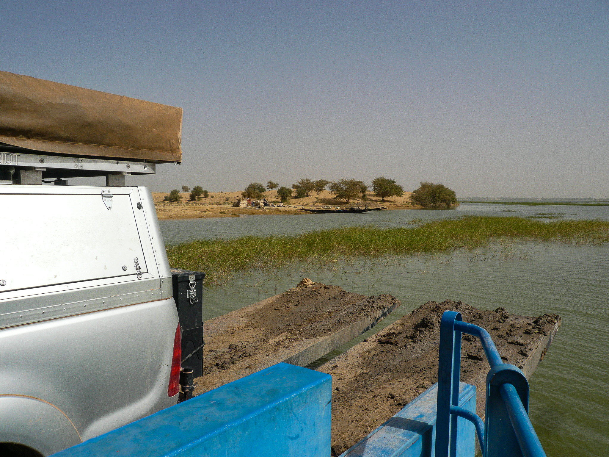 THE  BAK  (FERRY) CONVEYED US ACROSS THE NIGER TO GOURMA-RHAROUS.