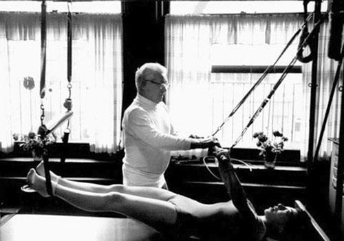 Joseph_pilates-teaching-2.jpg