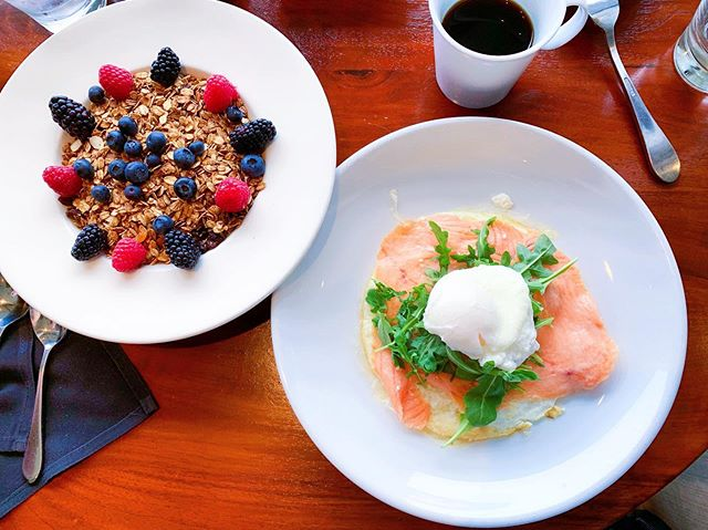 Is this too much to have for breakfast? I think not 😛 Breakfast is my power fuel of the day! Although healthy eating can be difficult for most when traveling, it seems like I am able to make it possible everywhere I go ✈️ Here's an example of what I order for breakfast while traveling to La Jolla, San Diego last weekend: (1) an egg white omelet with tomato and goat cheese with salmon and arugula layered on top. I also asked for an extra side of poached egg to put on top because it just wouldn't be complete without it! Eggs are not only cheap but also a high quality source of protein. It contains all the amino acids that our bodies need in order to function! Plus, am I the only one who like to watch a runny egg yolk droll over the food? 😍 so sexy. LOL. Yes, I said it. (2) To the left, is a Greek yogurt parfait with fresh berries and granola. I was really glad the granola wasn't sugar coated! It was lightly toasted and spiced with cinnamon 💕 YUM 😍🤩 I enjoy a hearty breakfast like this one while keeping my dinner on the lighter side. I find that when I eat this way my digestion is at its best, and I am able to get a more restful sleep than going to bed with a fuller and heavier stomach! 🤓☝🏻#heathyeatinghabitsforoptimaldigestion Is it the same for you? Comment below!