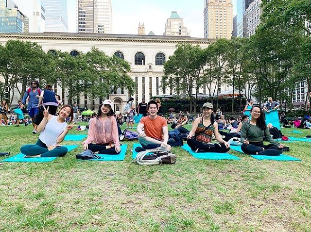 Is being more active a Summer goal that you have? Let's get yoga-ON in NYC! Best of all, you don't need to do it alone (unless you want to 😉) Also, I'm extremely grateful and fortunate to have amazing coworkers that I can have 5x the fun with AND even do sky watching next to each other! 😍 Thanks for showing up everyone 😊😊😊💕💕💕 @nwychu @shihshell @crazypandazz . Bryant park class is definitely beginner friendly and open to all levels to participate. They have teachers in the front doing the class along with you. So in case you get lost just look at them and follow along. You'll be ok! 😊 In addition, you'll find assistants walking around to assist anyone who needs it! So, don't miss this chance to enjoy it this summer. It's free too! Yoga mats and cleaning wipes are all provided on a first come first serve basis (but they have plenty). Just bring your body, a positive spirit and an open mind, and wear comfy clothes. That's all you need 🧘🏻‍♀️🧘🏻‍♂️💓