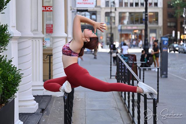 A pigeon has just landed on the handrails of NYC (pun intended) ! 😛 The fancier Sanskrit term is called: Eka Pada Rajakapotasana This is a great stress relieving pose, and helps with reducing tension in our hips. My swimming students and the runners that I know love this pose and do it even outside of my yoga classes to supplement their intense training 💥🏊🏻‍♀️🏃🏻‍♀️ I remember getting the worst sciatic pain during my first marathon training and this pose always hits the spot. Not only does it stretch out our big glute muscles but, it also hits a much deeper muscle group called the piriformis. Another way to release the piriformis is by using a yoga therapy ball or a tennis ball. Also, the backbending and arm thing that you see me doing in this photo is not what the traditional pose looks like. I just wanted to be a fancy pigeon 🙃 . Wearing yoga top and bottom from: @lululemon Shoes from: @bananarepublic Photo credit to: @modelfidelity #nycyoga #streetyoga #redpigeon #ekapadarajakapotasana #pigeonpose