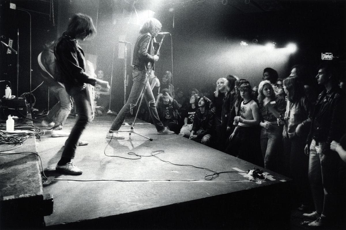 Ramones_CBGB_1977_012_1200p_GODLIS.jpg