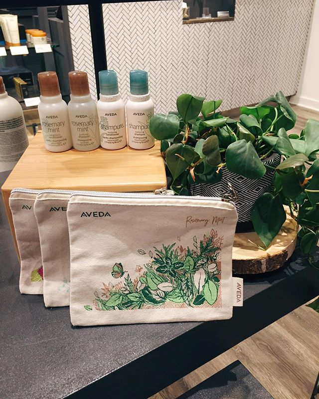 Going on a vacay? With the purchase of 3 travel size products you'll receive a complimentary tote! 😍 *while supplies last  #yeghair #sherwoodhair #whyteave #avenuesalons #behindthechair #rosemarymint #shampure #aveda #yeggers #edmontonhair #behindthechair #cherryalmond #edmontonstylists #haironwhyte