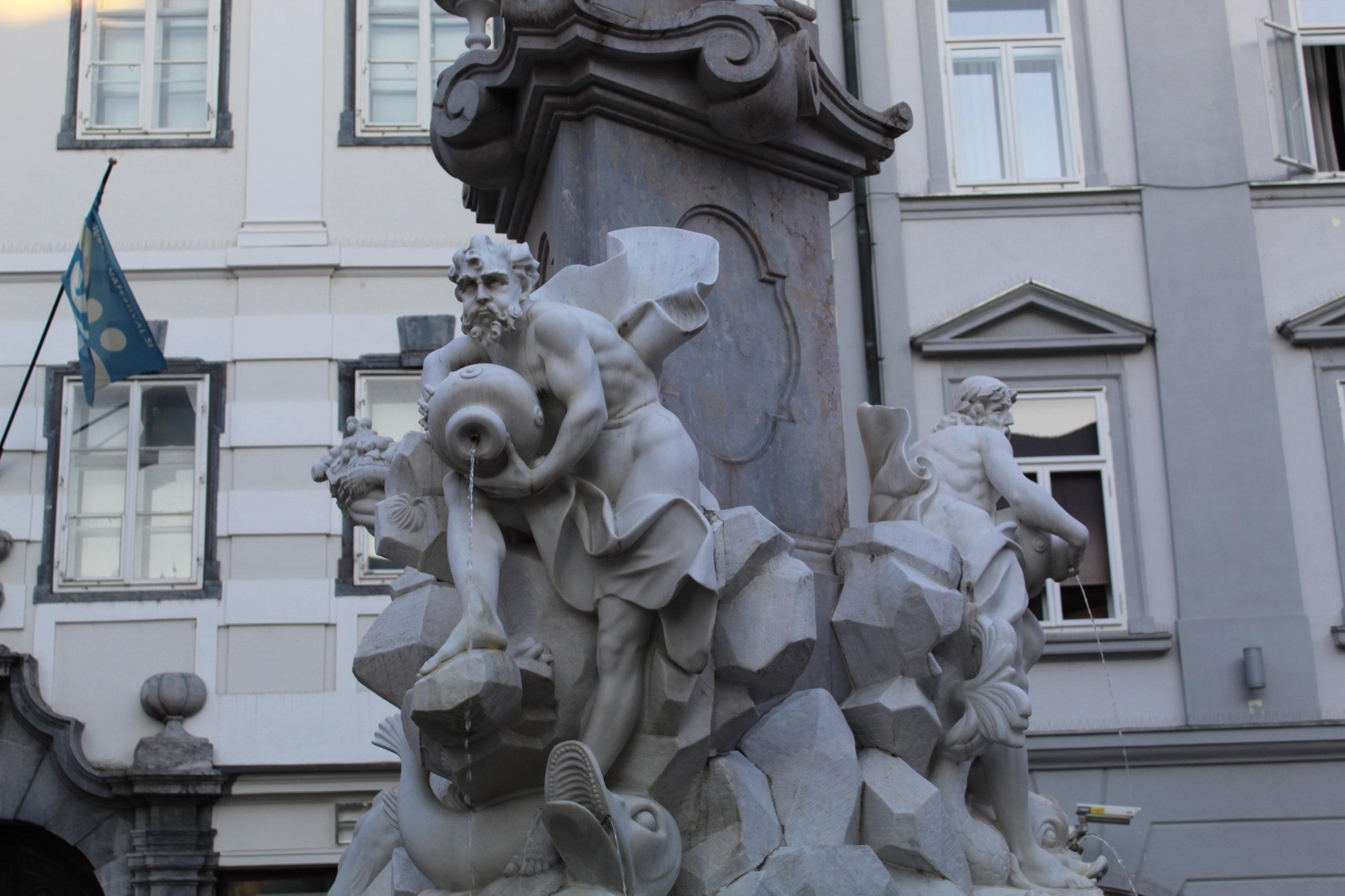 Statue on the obelisk.JPG