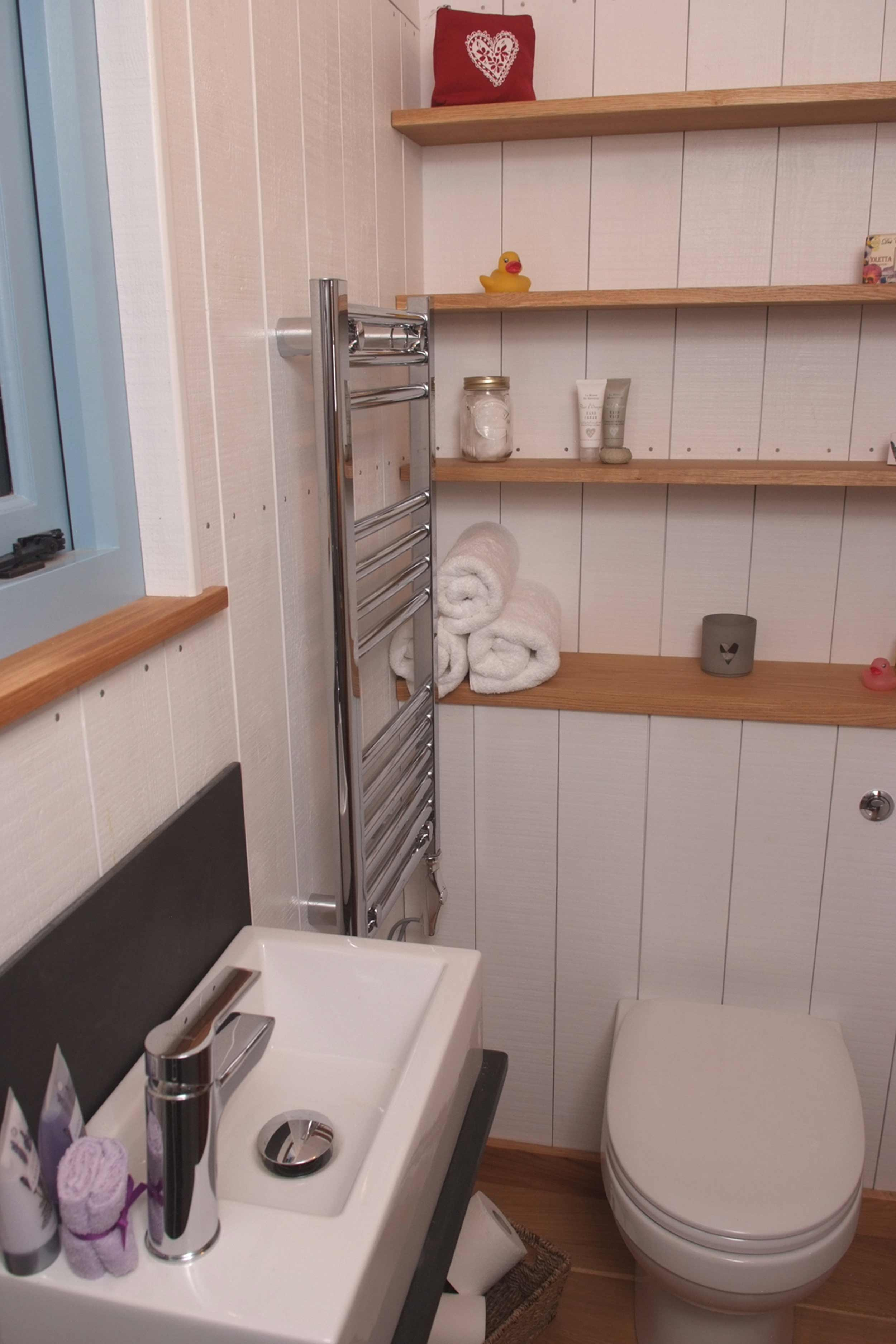 Shepherds Hut Luxury fitted Bathroom