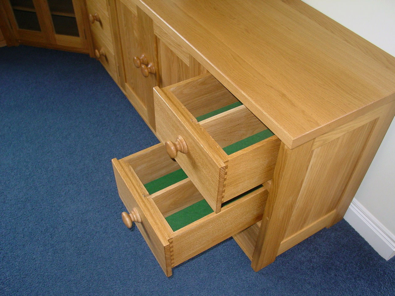 Oak Drawer Unit with Lined Drawers