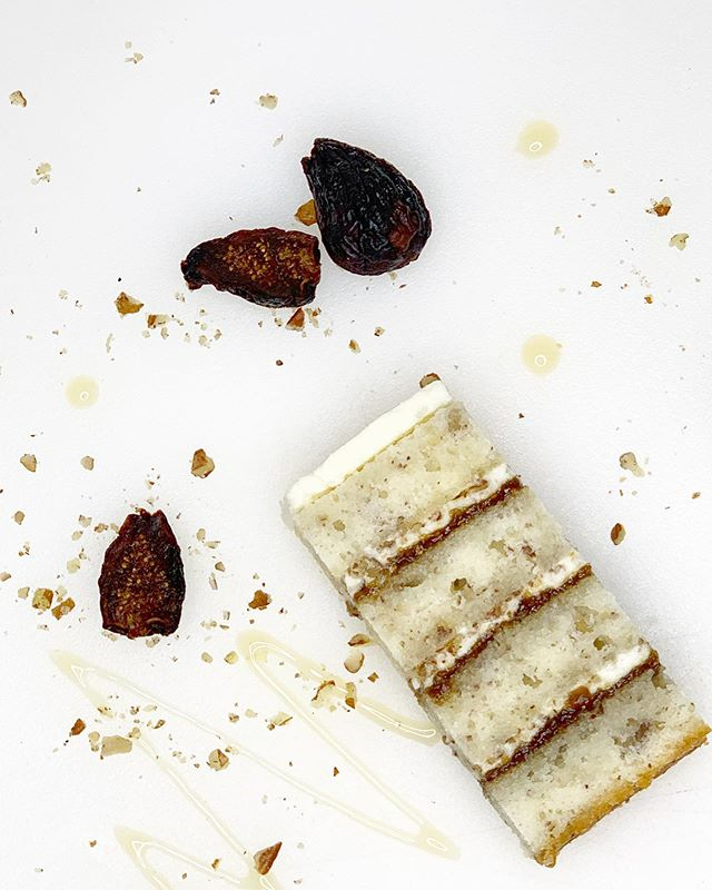 Some fall flavors because we are so close to my favorite season (basic, I know)! This is a lightly spiced pecan cake with fig confit and honey mascarpone creme.... this started as a salad I made last year and I decided it had to be a cake flavor 😂 . . . . . . . . . . #weddingcake #cakeart #weddingsofig #brides #weddingplanning #fallcakes #washingtonweddings #pnwweddings #pnwcake #cakedesign #cakedesigner #cakeinspo #cakespo #weddinginspo #designercakes #weddingdressinspo #caketasting #recipetesting #moderncakes #cakelove #cake #buttercream #instaflowers #cake_trends #instacake #cakeflavors