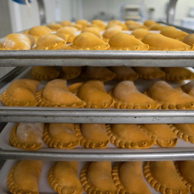 Trays of Nuchas ready for your #NationalEmpanadaDay celebrations! Now available nationwide for delivery on @goldbelly! Order at goldbelly.com/nuchas 🥟 🥟 🥟