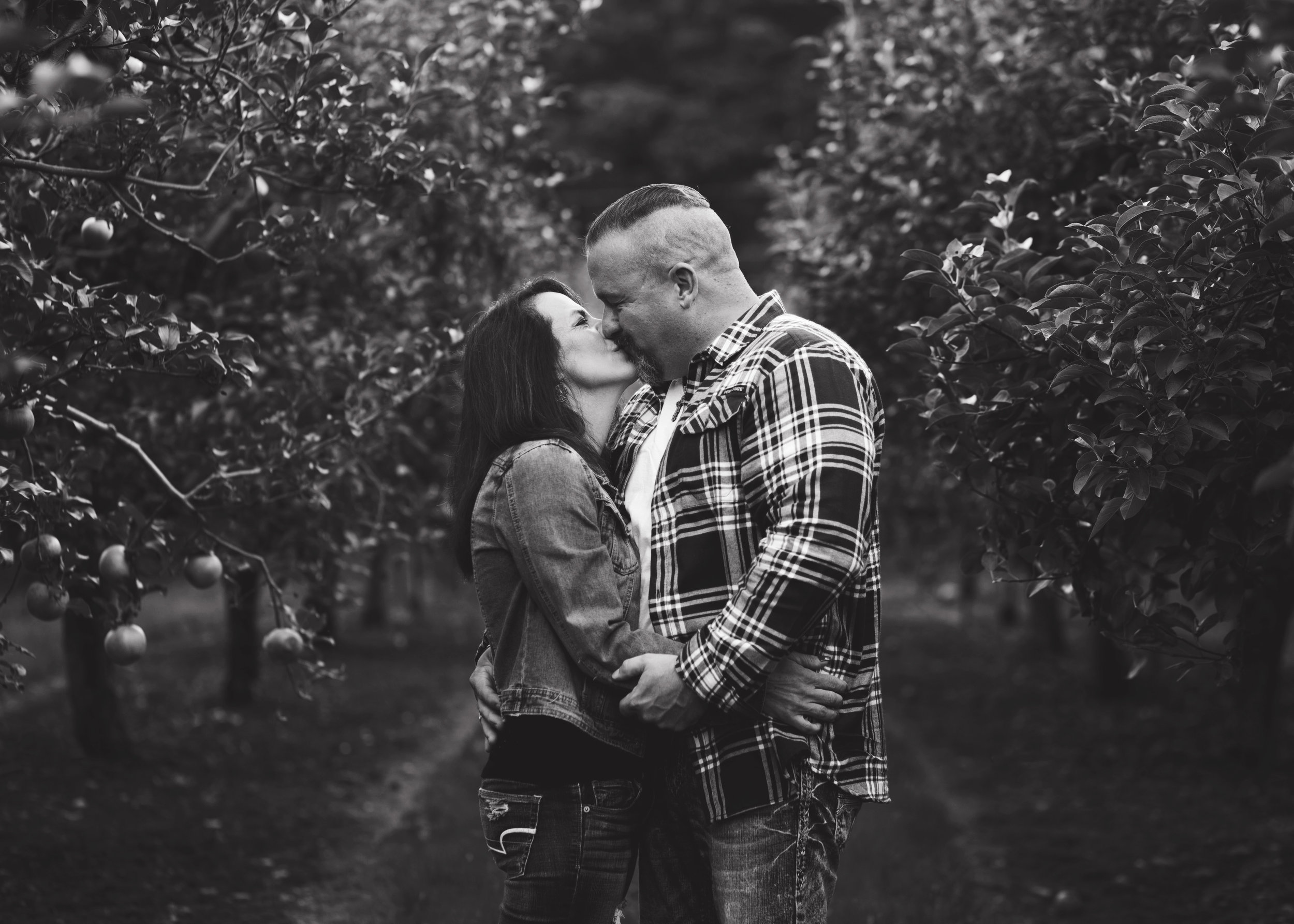 Couples Apple Orchard Session | Kelly Rhoades Photography