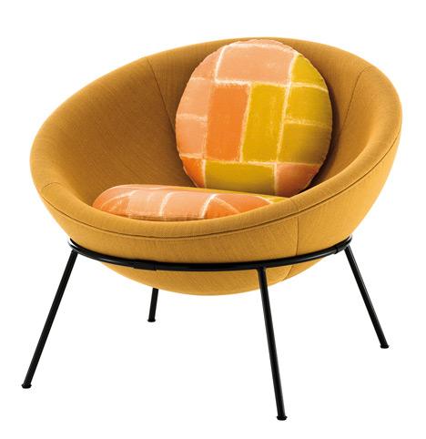Bowl-chair-by-Lina-Bo-Bardi-reissued-by-Arper_dezeen_19.jpg