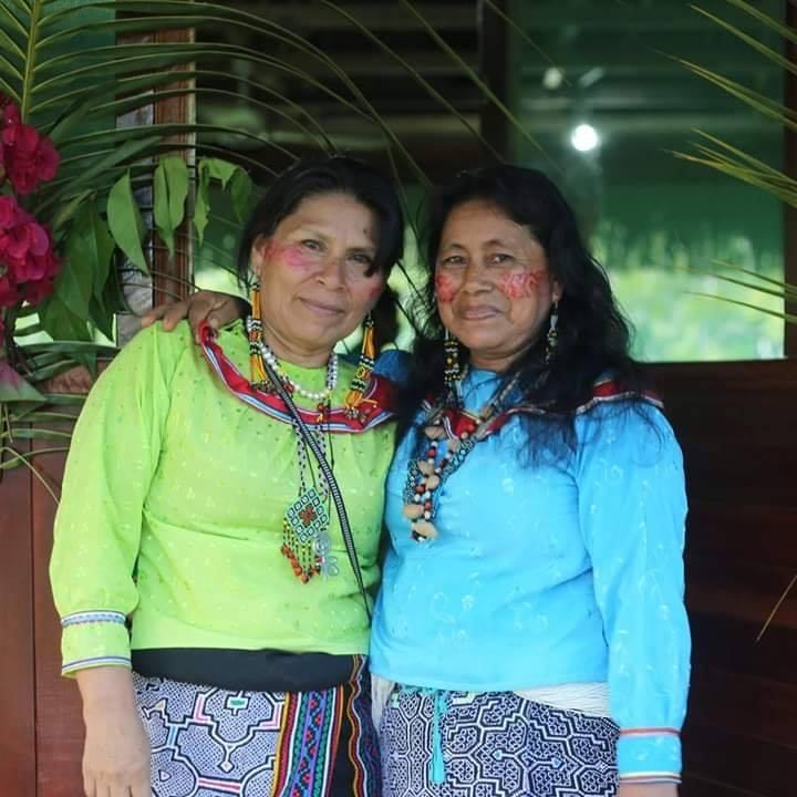 Hilda Rojas Ochavano and Alida Rojas Silvano - handweavers and textile masters