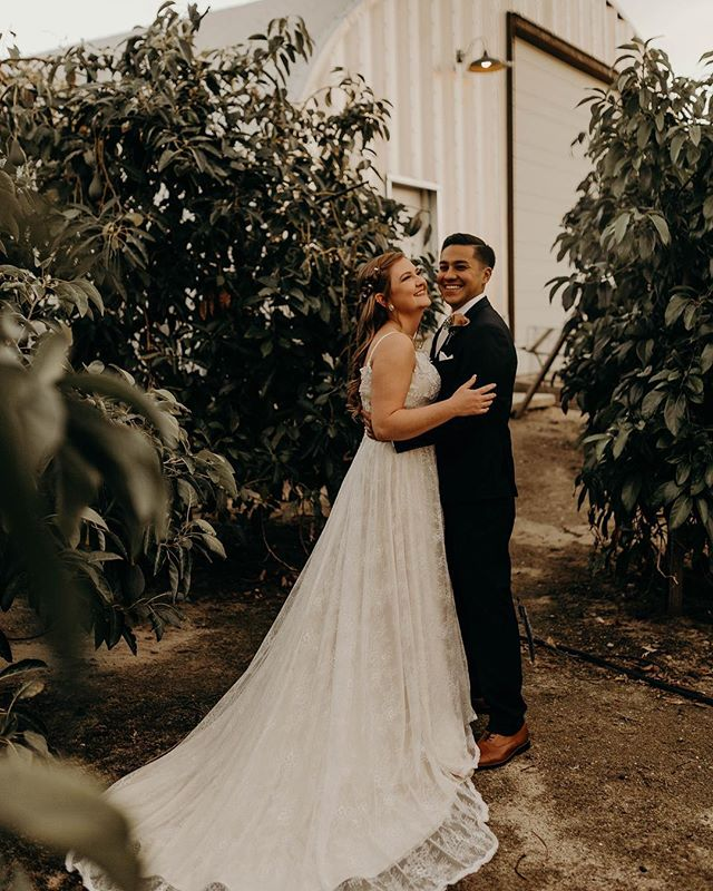 Our first wedding together of 2019 🖤 and it was incredible! Ashley & Josh (middle school sweet hearts😍) enjoying the scent of orange grove blossom filling the Spring air.  It's incredible to think that The Table Share started up just last year and to see all the weddings and Elopement's that we have booked thus far is a testament to how well we work together and how hard we all work in order to give our couples everything they deserve in their special day! ✨ . . . . . . . #redlandswedding#redlandsweddingphotographer#socalphotographer#socalweddingphotographer#palmspringsweddingphotographer#authenticlove#forthewildlyinlove