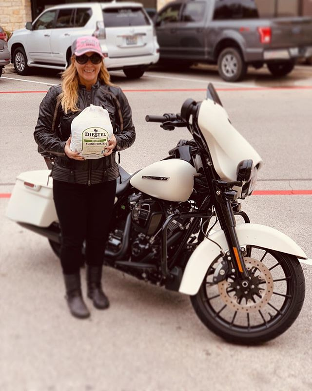 Did anyone else pick up their turkey on a motorcycle today? 😂 wonderful ride this morning with @lisadoggett !