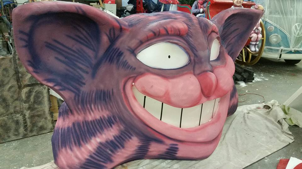 halloween-party-props-cheshire-cat.jpg