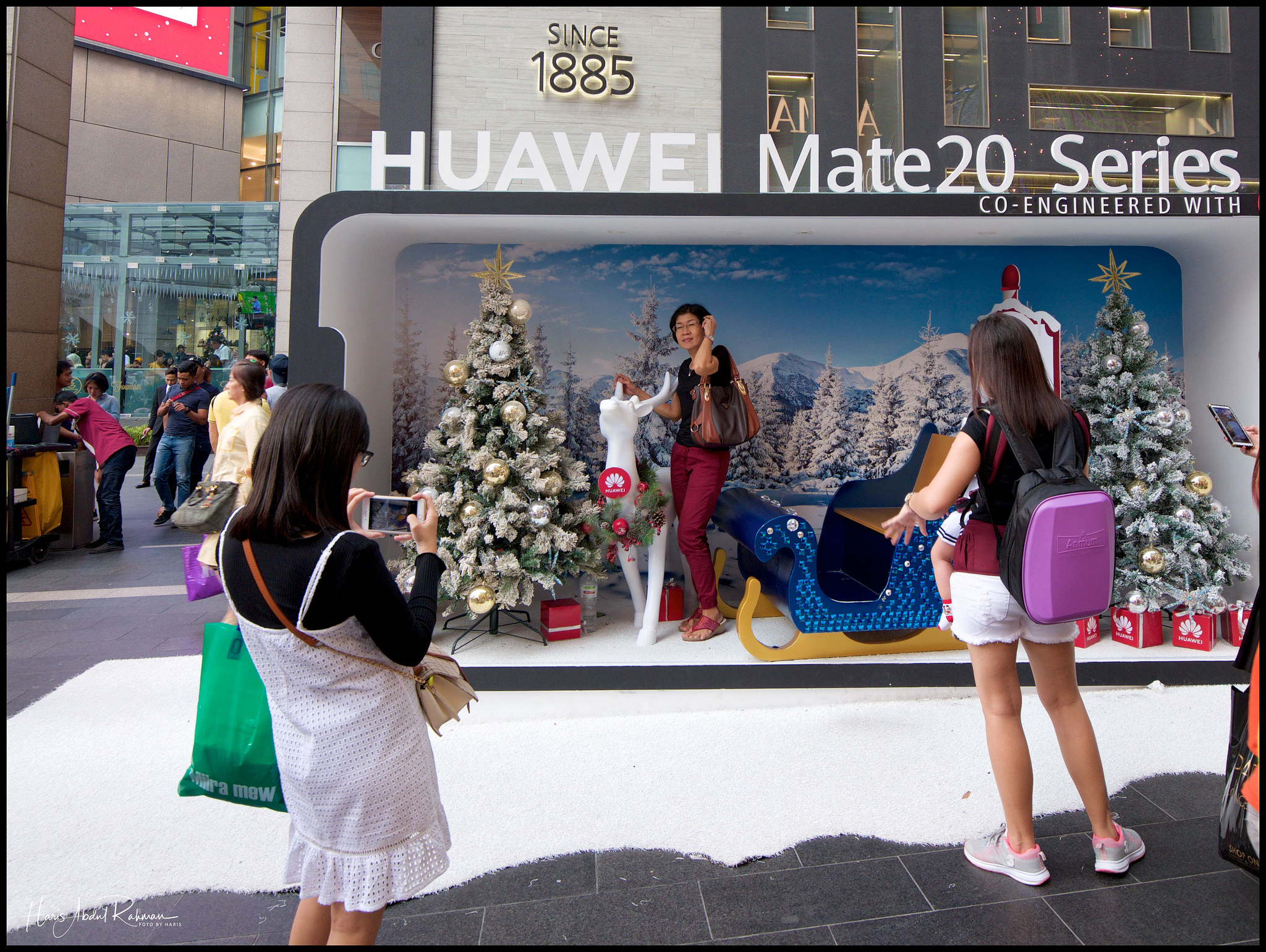 I wonder how much Huawei paid for the adverts? They were everywhere …