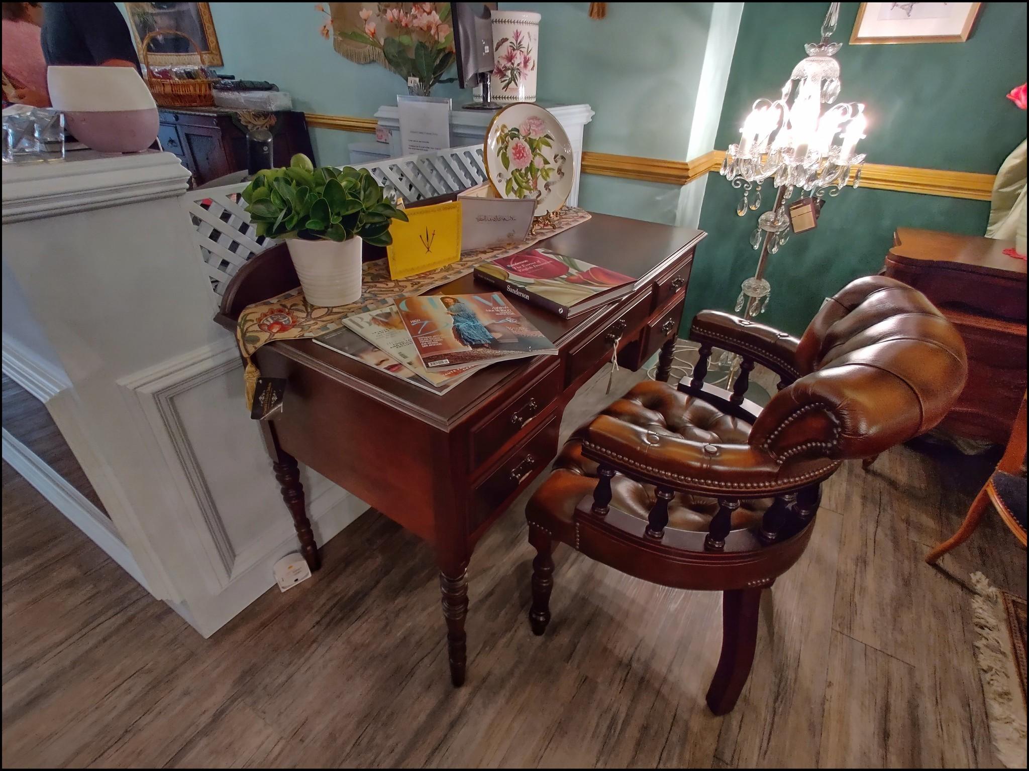 I love that desk!