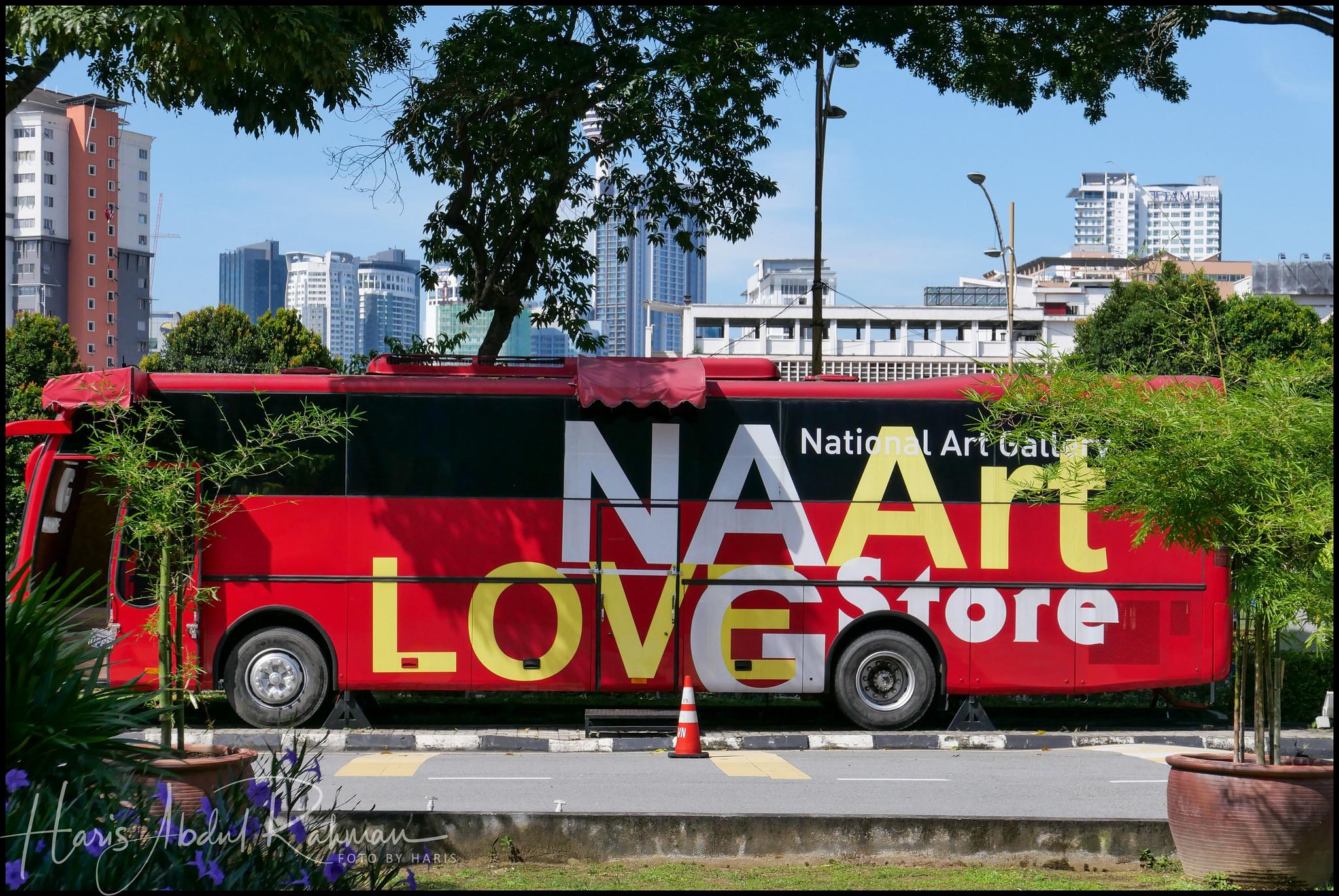 That's a rather fancy bus …
