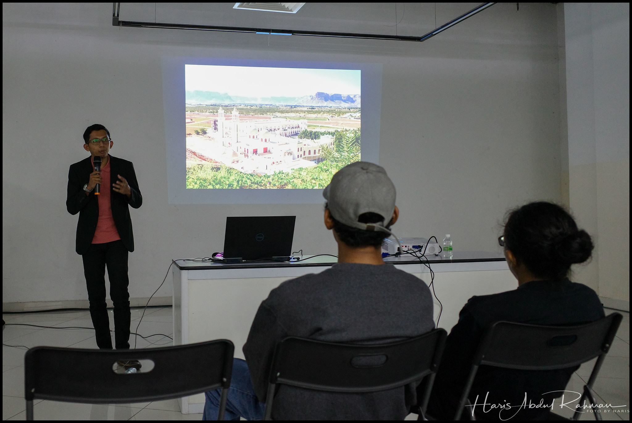 This speaker, Lah Sadzik was with an NGO on a humanitarian mission in Yemen when he took these photos