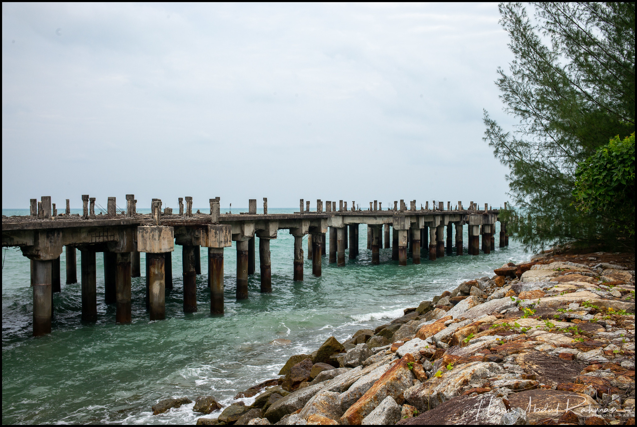 Right after we left the resort compound, we came across this abandoned jetty