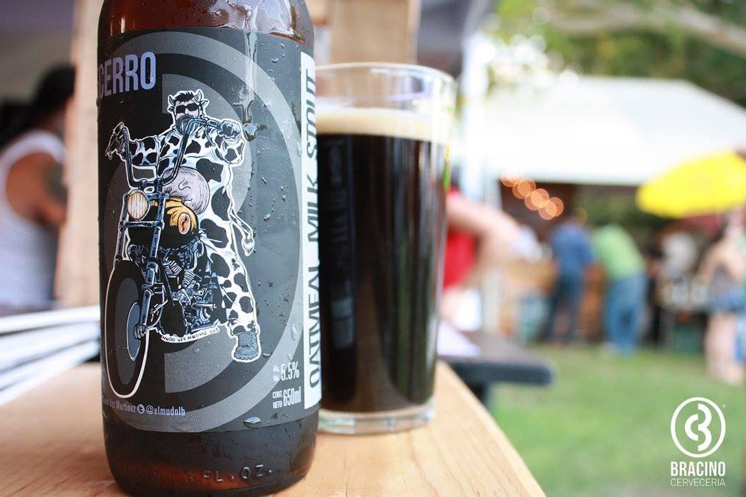 STOUTS DULCES - Las Milk Stouts son un tipo de Stouts Dulces. La cerveza regiomontana Becerro de Bracino, además de lactosa, agrega avena para producir una sensación sedosa en boca.