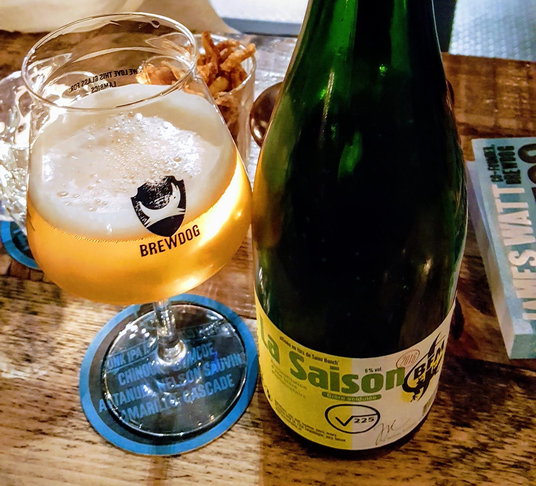 Cervezas belgas - Las cervezas belgas, como esta Saison, se distinguen por su perfil aromático y sus compuestos provenientes de las fermentaciones. Son muy complejas. Las levaduras que usan, el perfil de maceración y fermentación son los secretos para obtener más compuestos que tienen una influencia en el sabor.