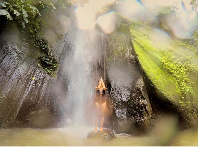 just ONE MORE repost from @rocketyogini 's @pawoyogaretreats amazing collection of beautiful souls here this past week ... this from @loveryogini at one of Bali' most beautiful waterfall AND natural water purification temples This a stunning and almost mystical photo!😊🙏 #villa_selat