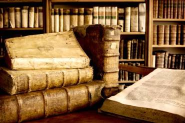 antique-books-620x412.jpg