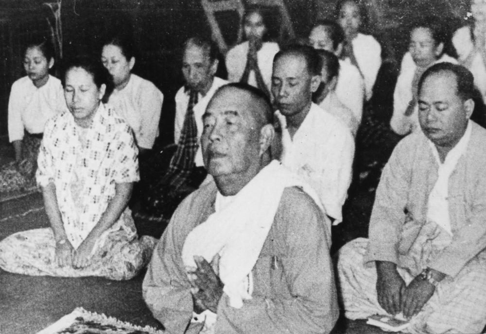 De la stânga la dreapta: Maica Saymagyi, Sayagyi U Ba Khin, Sayagyi U Tint Yee și Sayagyi U Chit Tin