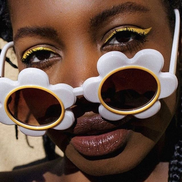 🕶 That's the judging look we'll give you if we found out you haven't read the lastest articles on Slae mag yet. What are you waiting for ?? 📸 by @findingpaola . . . #sunglassesfashion #portraitphotograph