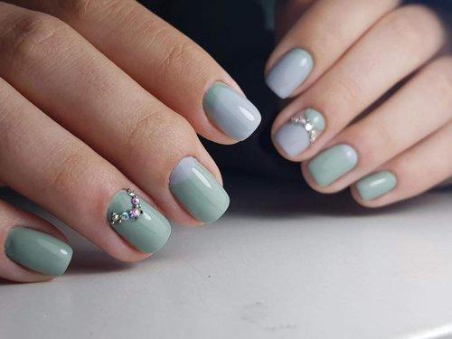 Nailart   Extras - Wer nicht nur perfekte, sondern extravagante und einzigartig designte Nägel will, kann sich aus einer reichen Auswahl an Extras den perfekten Glow wählen.Nagelreparatur pro Nagel – 10,00 €French – 10,00 €Babyboomer –10,00 €Stamping (pro Nagel) – 2,00 €Strass/Steine (pro Stein) – 1,00 €